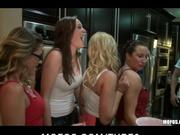 Puta las novias follan duro en la fiesta orgía
