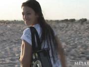 Belleza adolescente natural en la playa