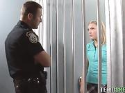 Colegiala puta se folla en la cárcel
