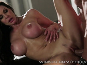 Kendra Lust trabajando una gran pene