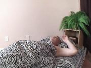 Madrastra cachonda no puede dormir