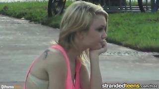 Stranded Teens   Pequeño Adolescente Dakota Sky