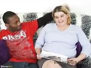 Mujer gorda chupando una gran polla negra