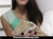 Camarera española follada por dinero