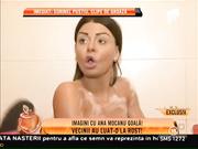 Escandalo! Chica entrevistada mientras se baña