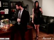 MILF engaña al marido y es descubierta