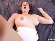 Melanie Hicks mostrando sus deliciosas tetas grandes culo redondo