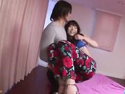 Megumi Shino dobla su culo para follar