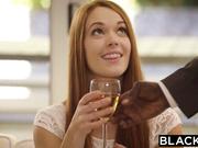 Pelirroja Kimberly Brix toma su primera polla negra