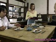 MILF cachonda japonesa engaña al marido