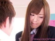 Colegiala asiática Aino Kishi se facialized
