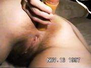 Mi mujer se entierra un consolador en el culo