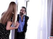 Esposa infeliz se folla al contador del marido