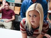 Nena adolescente follada mientras bf viendo