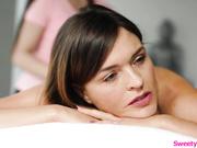 Milf lamido y tocado por una masajista adolescente