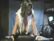 BBW abuelita conduce un vibrador