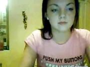 Morocha de tetas grandes se desviste en webcam mientras baila