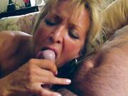 La esposa le hace una mamada maravillosa