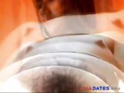 Madura amateur juega con los largos pelos de su coño