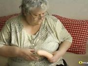 Compilacion de abuelas lesbianas follando