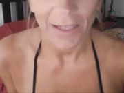 Hermosa MILF se masturba por webcam