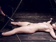Dani Daniels es torturada con placer