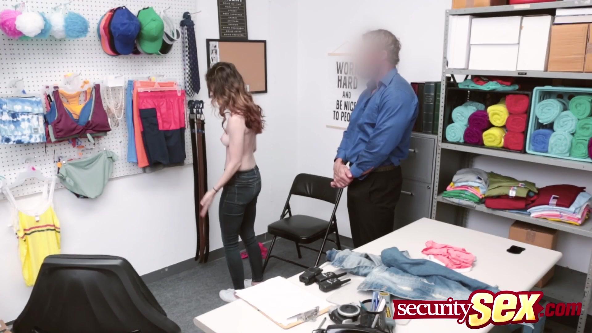 A Mami Se Le Transparenta El Vestido Porno https://www.pornoreino/videos/madrastra-seduce-a-la