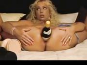 Una botella de champagne, el consolador ideal