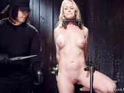 Simone Sonay torturada y masturbada brutalmente