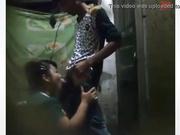 Madrastra asiática chupando la polla del chico y follada