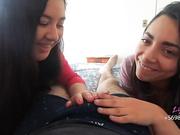 Dos chicas chilenas con la boca llena de polla