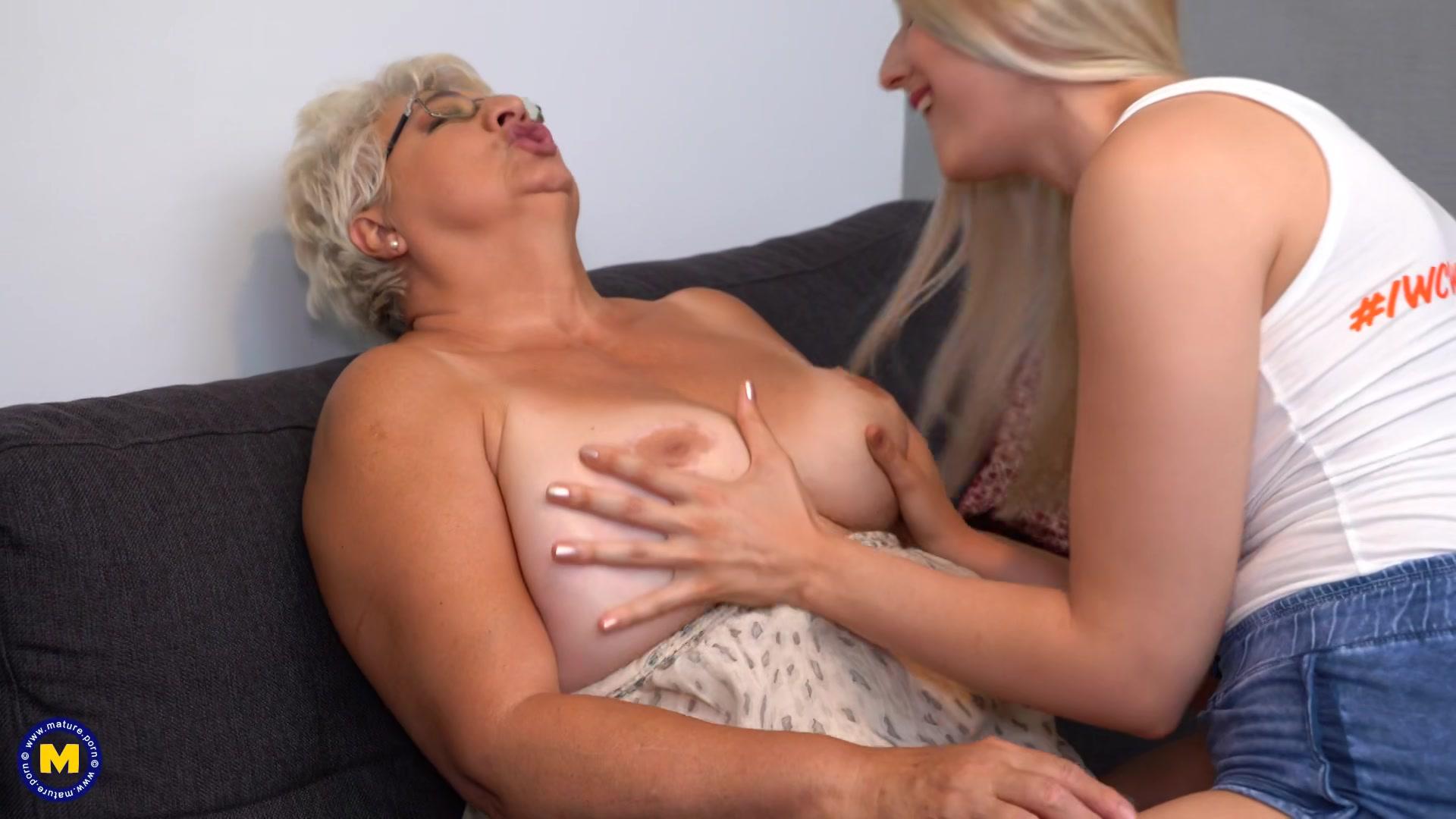 Abuelas Lesbian Porno chica y abuela lesbianas se divierten