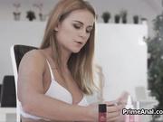 La novia se maquilla y terminan dándose sexo oral