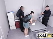 Sofia Lee cae presa y aprende como son las cosas